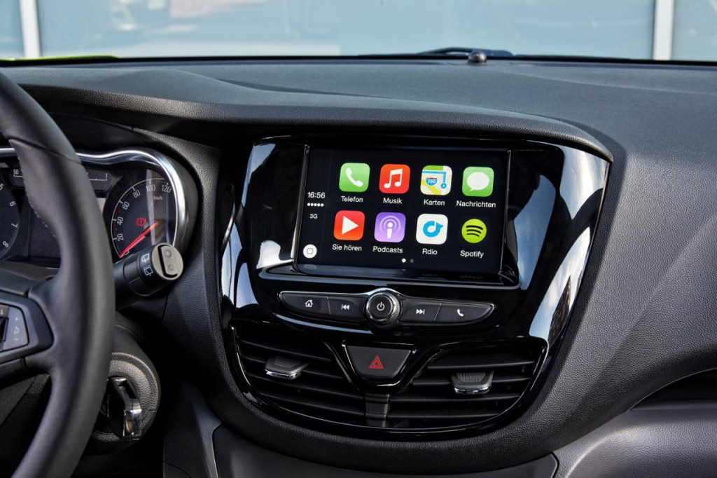 2015 05 29_AppleCarPlay-AndroidAuto-2