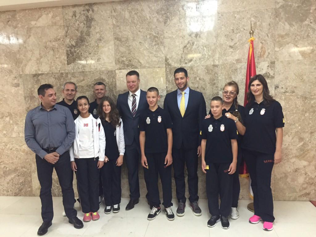 palata-srbije-aleksandar-vulin-mirko-butulija-vanja-udovicic-osnovci-nastavnici-arena-sport-amss-mobil-auto