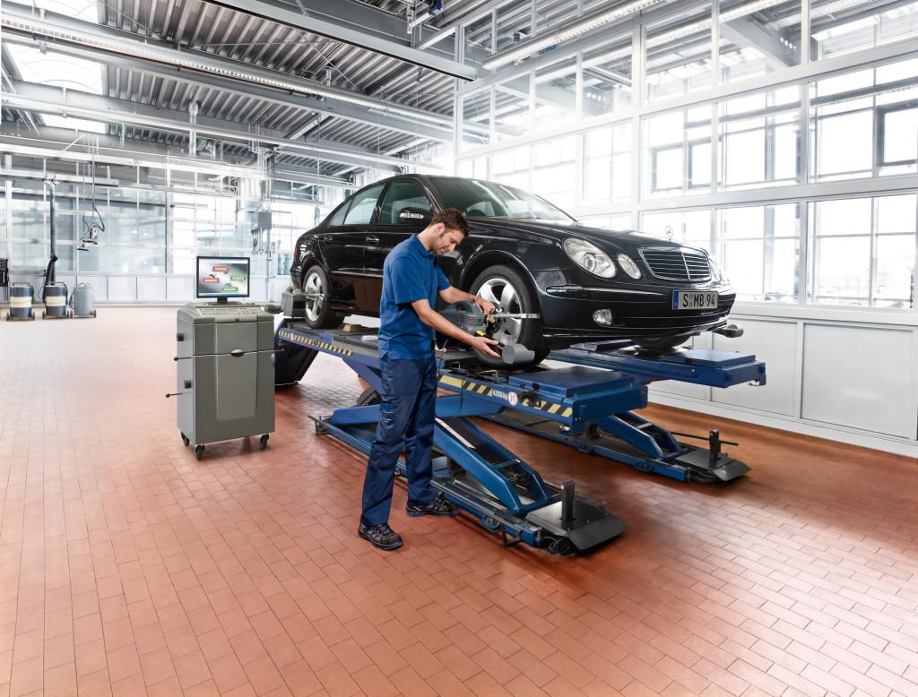 2010 Workshop, cars, service, repair, mechanic, E-Class W211, wheel alighnment