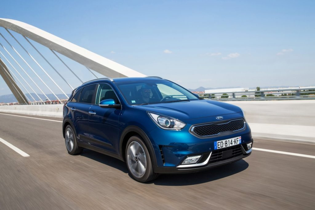 kia_niro_my17_driving-front-medium