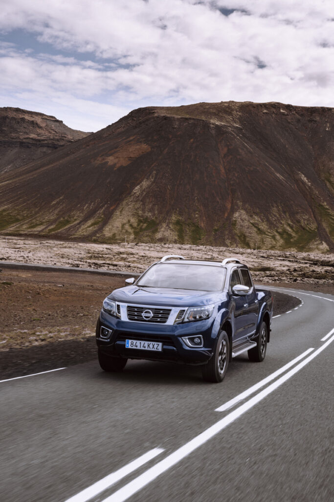 This image has an empty alt attribute; its file name is Nissan-Navara-Double-Cab_Blue_Iceland_Dynamic_Front-1-800x1200-683x1024.jpg