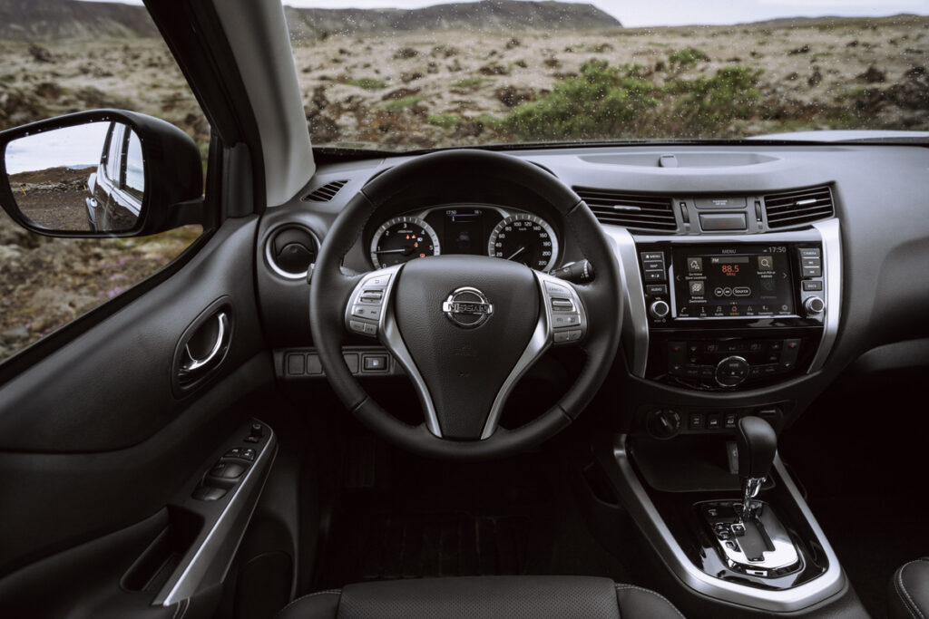 This image has an empty alt attribute; its file name is Nissan-Navara-Double-Cab_Blue_Iceland_Interior-2-1200x800-1024x683.jpg