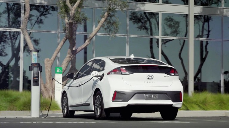 MOBIL AUTO TV – Redizajnirani 2020 IONIQ – novi izgled, komforniji enterijer i duže trajanje baterije
